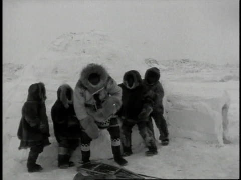 ws group of eskimos in parkas gathering outside an igloo - inuit bildbanksvideor och videomaterial från bakom kulisserna