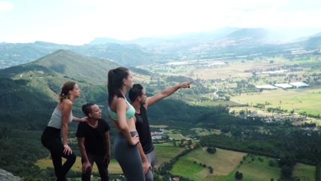 vídeos de stock e filmes b-roll de group of friends contemplating the landscape - colômbia