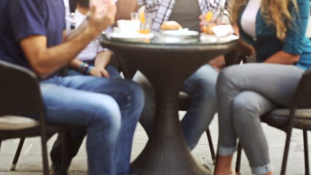 stockvideo's en b-roll-footage met group of friends having an italian breakfast at bar - koffie drank