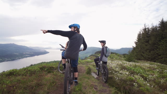 group of friends mountainbike riders: mtb biking outdoor up mountain of norway - weekend activities stock videos & royalty-free footage