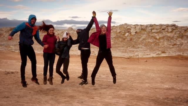 Grupp som besöker Hverarond geotermiska området