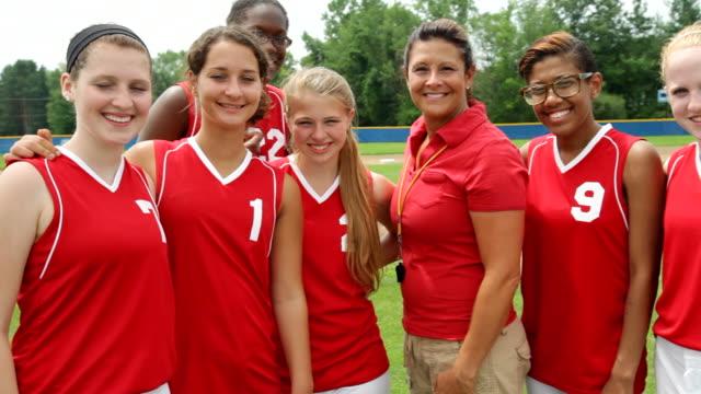 vídeos y material grabado en eventos de stock de ms group of girls softball team / albany, new york, united states  - sófbol