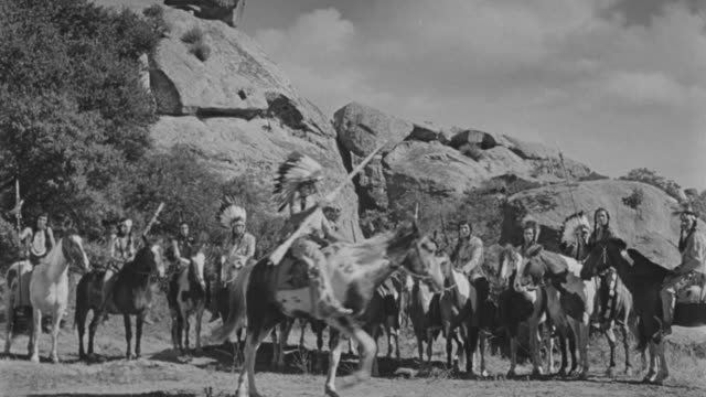 WS Group of indians on horses in circle