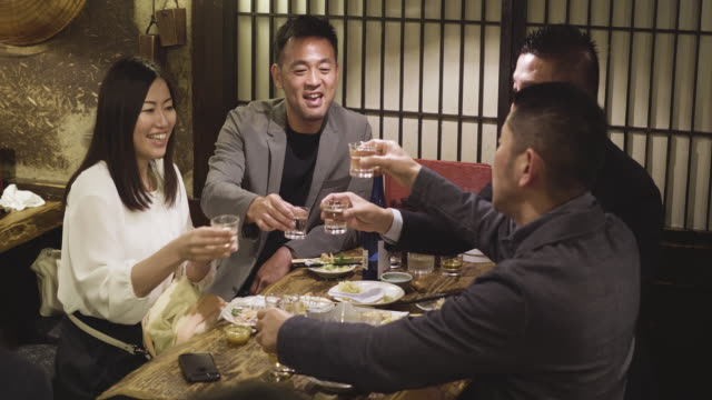 group of japanese coworkers celebrating at tokyo restaurant - celebratory toast stock videos & royalty-free footage