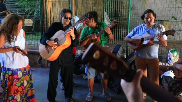 vídeos y material grabado en eventos de stock de group of latin american musicians at the paris former small belt railway on july 19, 2020 in paris, france. left fallow, the abandoned railway... - lento