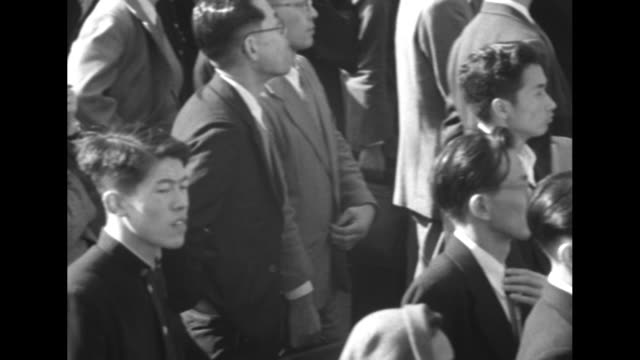 group of men gathered at stately house stand around good-natured older man walking with cane / pan down of japanese writing on a tote board // vs... - kosmetisches stirnband stock-videos und b-roll-filmmaterial