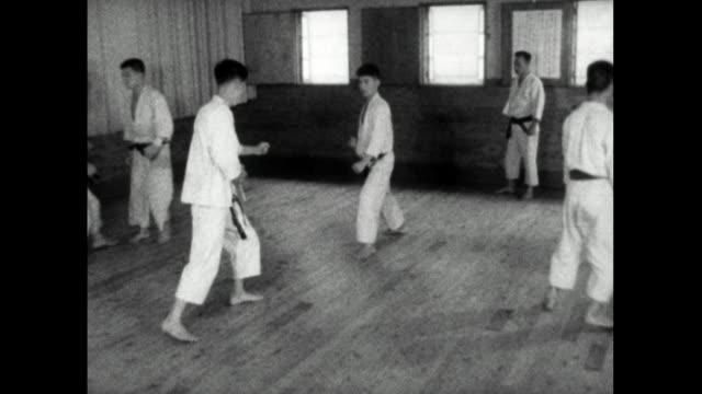 group of men practice karate in tokyo dojo; 1959 - 自制心点の映像素材/bロール