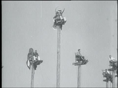 vidéos et rushes de b/w 1931 group of men sitting on poles + waving at camera / seattle - 1931