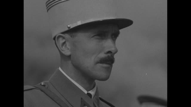 vidéos et rushes de group of military officers from various nations stands at maneuvers of italian army in the northern italian alps, including officers from france,... - moustache