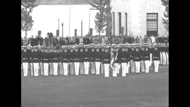 vídeos y material grabado en eventos de stock de mls group of navy cadets marching in formation across parade grounds cars parked along roadside in background lake in distant background / wspan... - grupo mediano de objetos