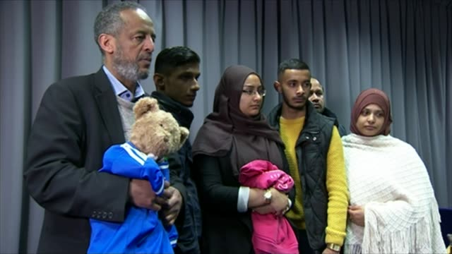 Group of nine Britons arrested at border allegedly trying to cross illegally into Syria R22021504 / INT Family members of missing London schoolgirls...