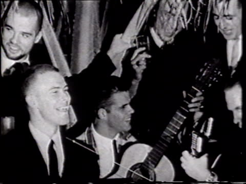 vidéos et rushes de night group of officers dressed in suits some w/ acoustic guitars others holding drink glasses singing silly navy song w/ uss enterprise captain... - marine