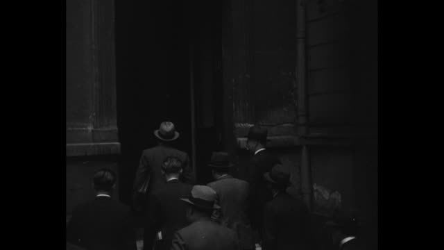 vidéos et rushes de group of officials standing in front of building for photo opportunity / group of officials walking up street and up stairs and through entrance to... - grève