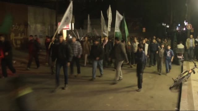 stockvideo's en b-roll-footage met a group of palestinians gather to protest against recent egyptian court ruling branding the ezzeddin alqassam brigades the military arm of... - israëlisch palestijns conflict