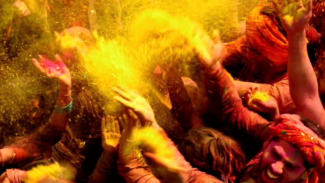 vidéos et rushes de group of people celebrating holi festival, delhi, india - religion