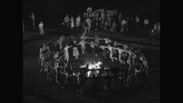 ws group of people dancing around campfire / israel - イスラエル点の映像素材/bロール