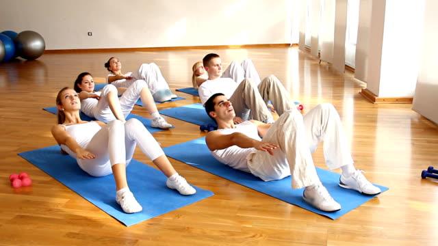 stockvideo's en b-roll-footage met group of people doing abdominal exercises. - oefeningen met lichaamsgewicht