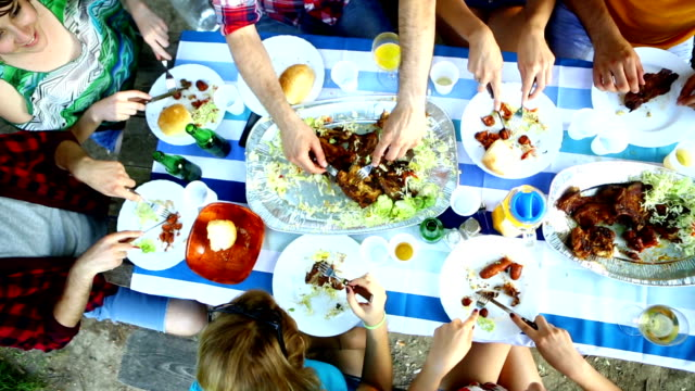 stockvideo's en b-roll-footage met group of people eating, top view. - picknick