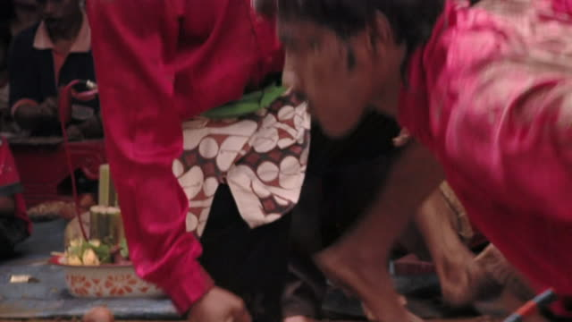 ms pan zo group of people in trance dance  / surabaya, east java, indonesia  - nur männer über 30 stock-videos und b-roll-filmmaterial