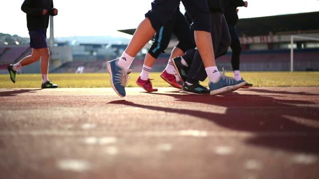 ジョギングしている人のグループ - 人の足点の映像素材/bロール
