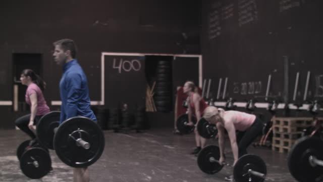 vidéos et rushes de group of people performing  gym - quête de beauté