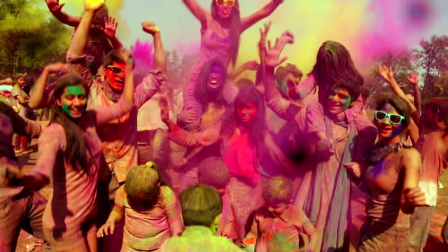 group of people playing holi and dancing, delhi, india - religion stock-videos und b-roll-filmmaterial