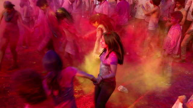 vídeos y material grabado en eventos de stock de group of people playing holi and dancing, delhi, india - holi