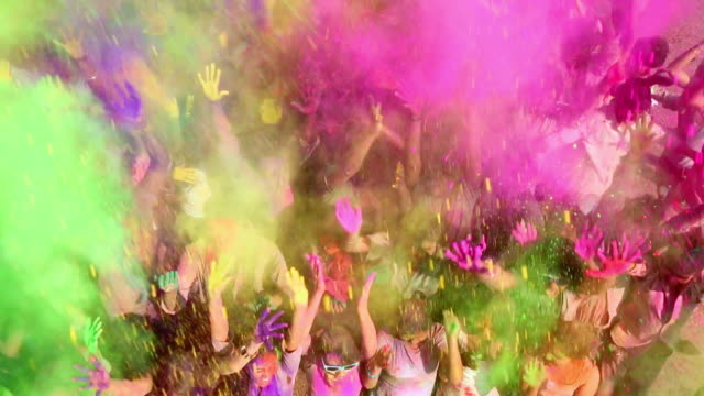 stockvideo's en b-roll-footage met group of people playing holi, delhi, india - indisch subcontinent etniciteit