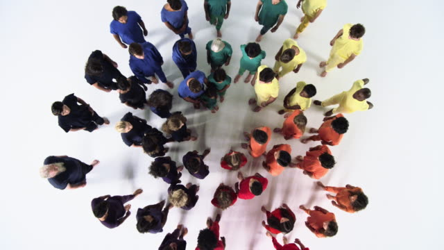 group of people standing in a circle, looking up and smiling - unità video stock e b–roll
