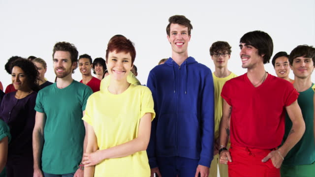 group of people wearing monochromatic colors and smiling - multikulturelle gruppe stock-videos und b-roll-filmmaterial