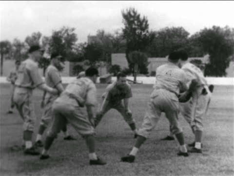 vídeos y material grabado en eventos de stock de b/w 1938 group of professional baseball players in circle passing around medicine ball - uniforme de béisbol