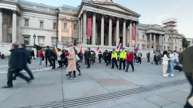 group of protesters gathered on tuesday at london's trafalgar square protesting against colonialism and the columbus day that commemorates the... - christopher columbus explorer stock videos & royalty-free footage