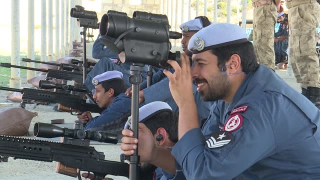 stockvideo's en b-roll-footage met group of qatar's special operations policemen have had a training course in sharp shooting using turkish-made bora-12 sniper rifles in izmir, turkey.... - leger krijgsmacht