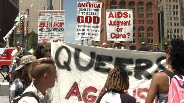 a group of religioius extremists hold a protest near the site of the republican national convention in downtown cleveland on the second day of the... - republikanischer parteitag stock-videos und b-roll-filmmaterial