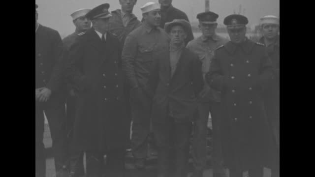 vídeos de stock, filmes e b-roll de group of rescued sailors stand on pier with police officers for photo opportunity sot policeman / cu one sailor in group speaking about rescue / note... - marinheiro