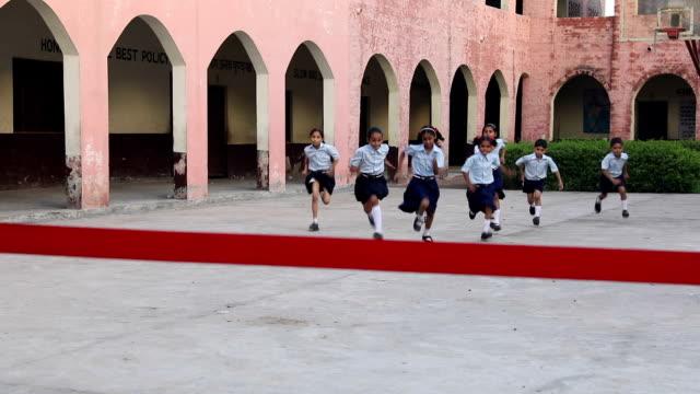 vidéos et rushes de group of school students playing racing game, haryana, india - arrivée