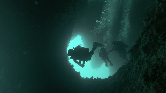 group of scuba divers in underwater caves aka the cathedral ko haa thailand - aqualung diving equipment stock videos & royalty-free footage