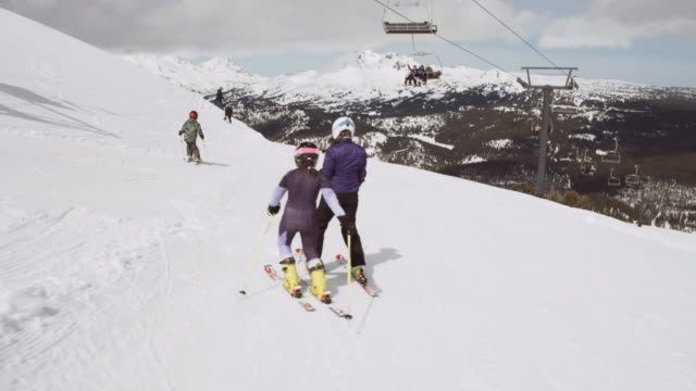 a group of skiers meeting on the slopes - pista da sci video stock e b–roll