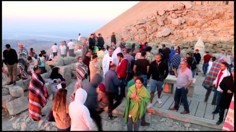 group of south korean bloggers along with korean tourism company executives have visited turkey's majestic mt. nemrut, a unesco world heritage site... - unesco world heritage site点の映像素材/bロール