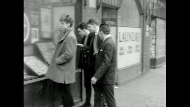 vídeos de stock e filmes b-roll de group of teddy boys visit a tattoo shop; 1959 - 1950 1959