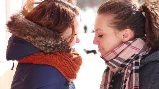vidéos et rushes de groupe d'adolescents - langue humaine