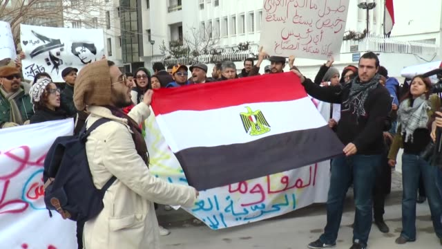 vídeos de stock, filmes e b-roll de a group of tunisian gather outside the egyptian embassy in tunis on january 29 2015 to protest the death of shaima alsabbagh who was shot by egyptian... - arab spring