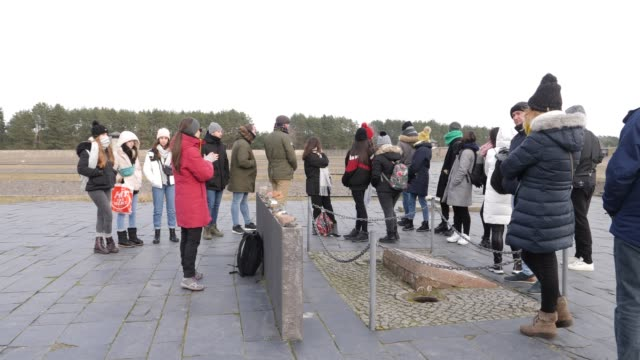 a group of visitors commemorate at the place where the gallows stood for the executions at the sachsenhausen concentration camp memorial on january... - hanging gallows stock-videos und b-roll-filmmaterial