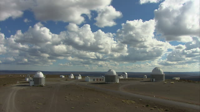 ha group of white observatories against blue sky / karoo, south africa - the karoo stock videos & royalty-free footage