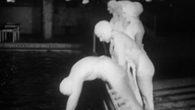 stockvideo's en b-roll-footage met b/w group of woman diving into swimming pool one at a time in domino effect (synchronized swimming) - ordenen