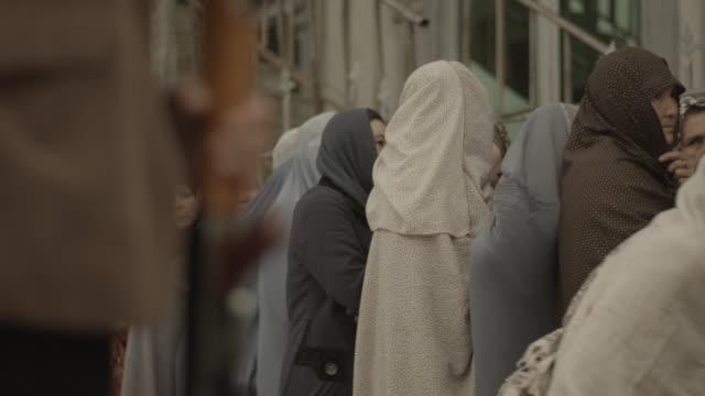 vídeos y material grabado en eventos de stock de a group of women in hijab - kabul