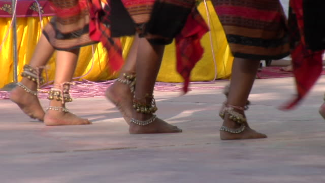 ms pan group of women performing sambalpuri dance at surajkund fair, men in background / faridabad, haryana, india - traditional ceremony stock videos and b-roll footage