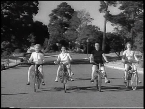 vídeos y material grabado en eventos de stock de b/w 1933 group of women riding on bouncing bicycles towards camera on road / san francisco, california / newsreel - bicicleta vintage