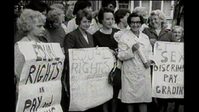 group of women win equal pay appeal bid against birmingham city council tx group of dagenham women factory workers demonstrating holding placards for... - uguaglianza video stock e b–roll