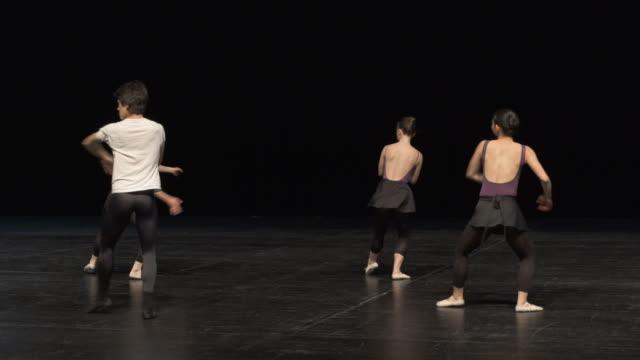 vídeos y material grabado en eventos de stock de group of young dancers rehearsing on stage. - coordinación